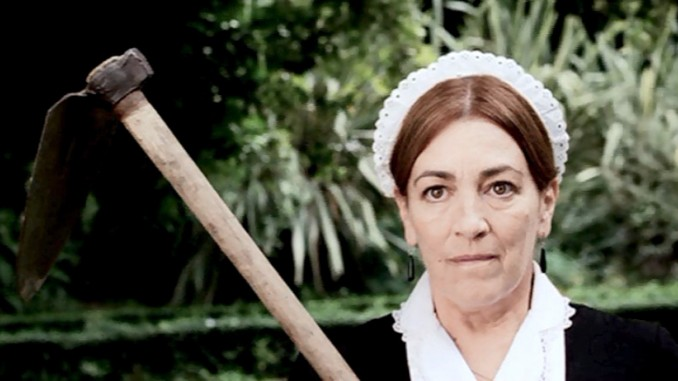 Carmen Maura in batty biddy mode in La promesa