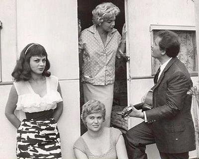 Sandra Milo, Simone Signoret, Gina Rovere and Domenico Modugno in Adua e la campagne