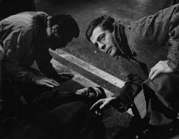 Marcello Mastroianni comes across a victim of The Assassin